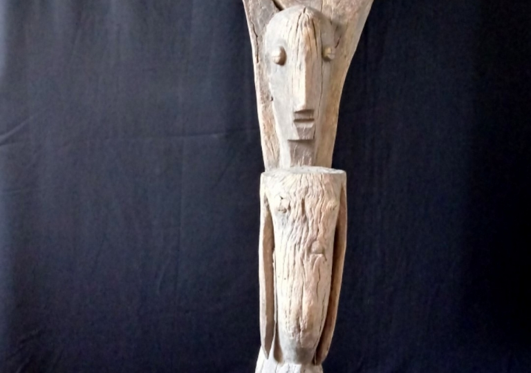 Beautifully sculpted Toguna-support from the village of Dioundourou. H. 148 cm. Dogon. Mali